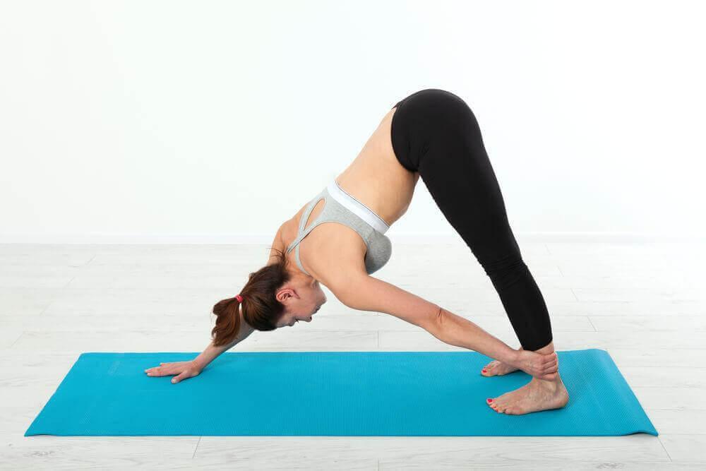 Yoga-Übungen für dein Becken: Großer Zeh Übung