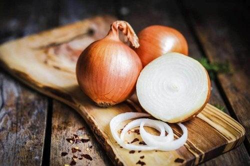 Weiße Zwiebeln sind reich an Kalzium