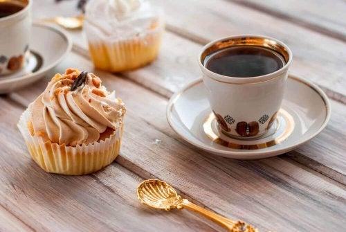 cupcakes mit wenig zucker zum fr hst ck besser gesund leben. Black Bedroom Furniture Sets. Home Design Ideas