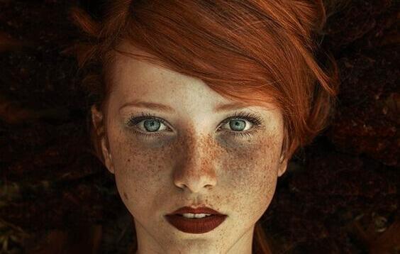Die 5 Phasen der Trauer: Frau