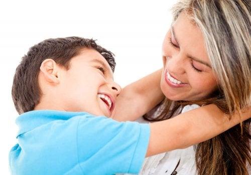 Ein liebevolles Kind durch Vorbilder erziehen