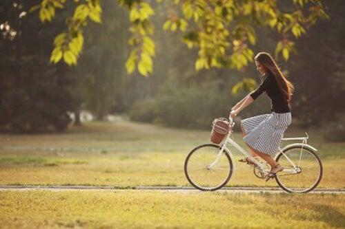 Fahrradfahren kann gegen Blähungen helfen