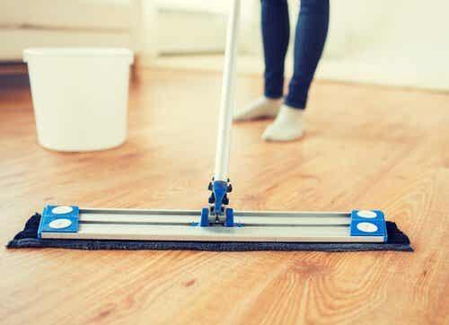 Tipps, um deinen Holzboden wieder glänzen zu lassen!