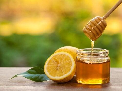Honig und Zucker zum Aufhellen der Achseln