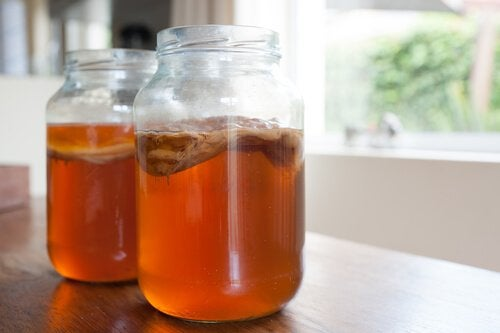 Kombucha und Tee