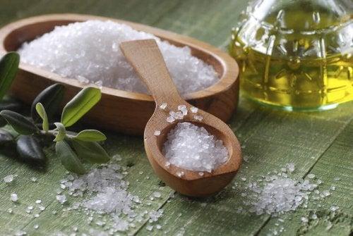 Meersalz zur Behandlung fettiger Haare
