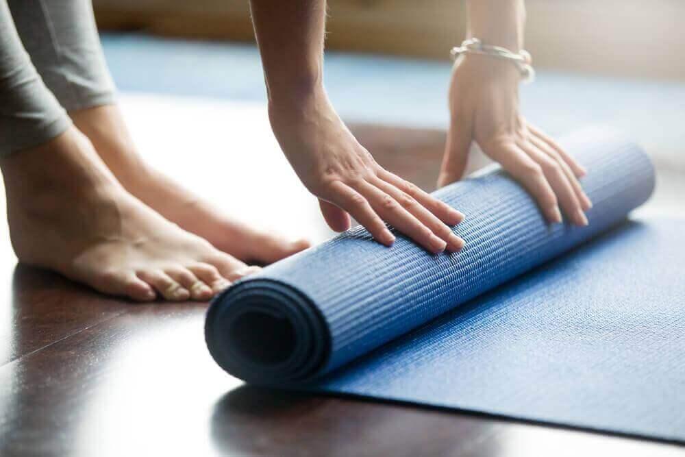 Yoga-Übungen für dein Becken: Yogamatte