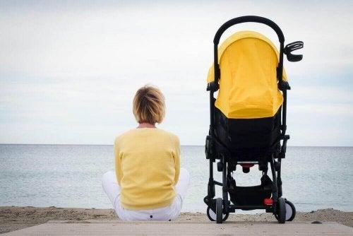 Sich als Mutter einsam zu fühlen,kommt häufig vor.