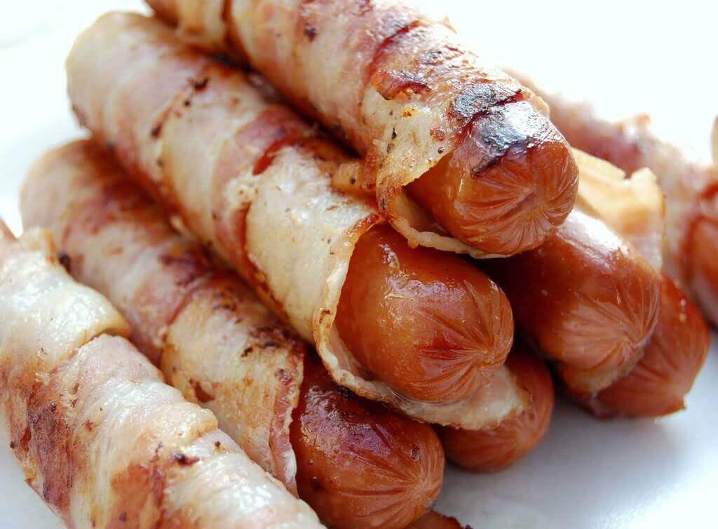 bestimmte Nahrungsmittel wie Wurst fördern Cellulite