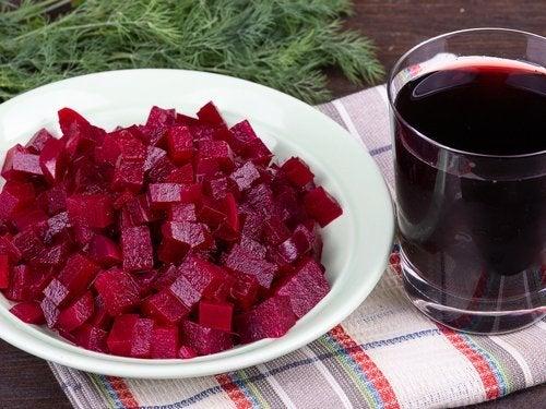 Zutaten für Salat mit roter Bete