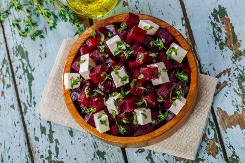 Lecker und gesund: Salat mit Roter Bete