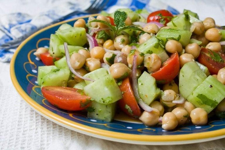 Salat mit Hülsenfrüchten - 4 leckere Rezepte