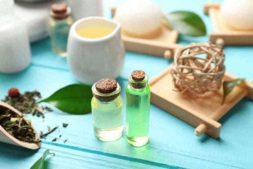 Teebaumölmaske mit Wasser