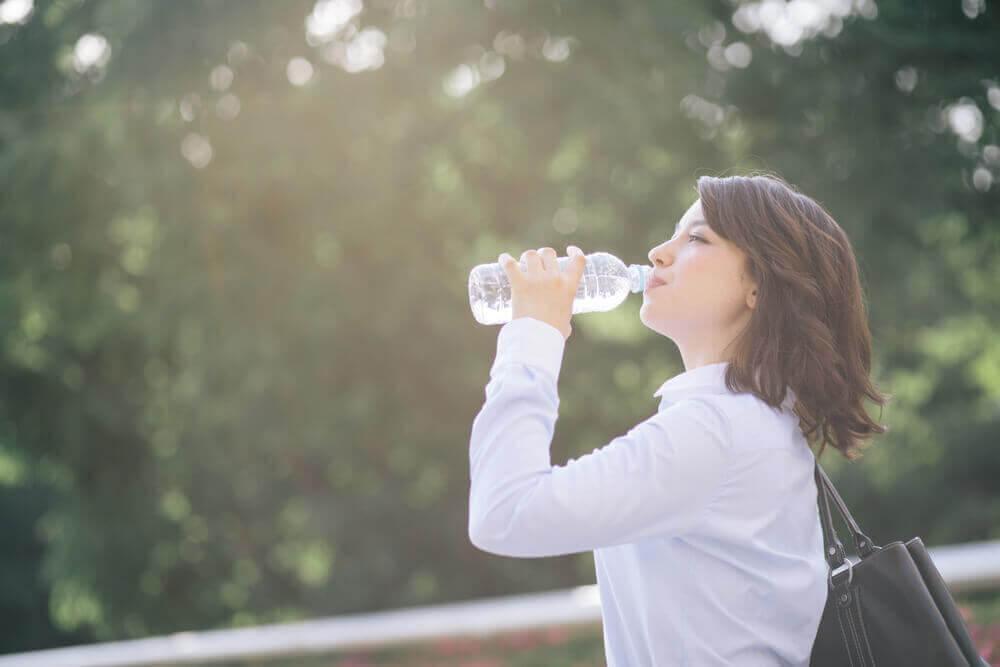 Selbstgemachtes Elektrolytgetränk gegen Dehydration