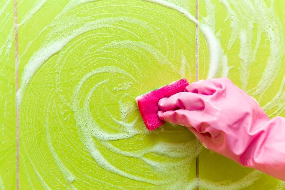 Kalkseife vom Waschbecken entfernen