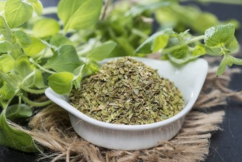 Oregano und andere Kräuter wirken durch ihre Antioxidantien förderlich gegen Warzen, so einfach kannst du Warzen durch Ernährung behandeln.