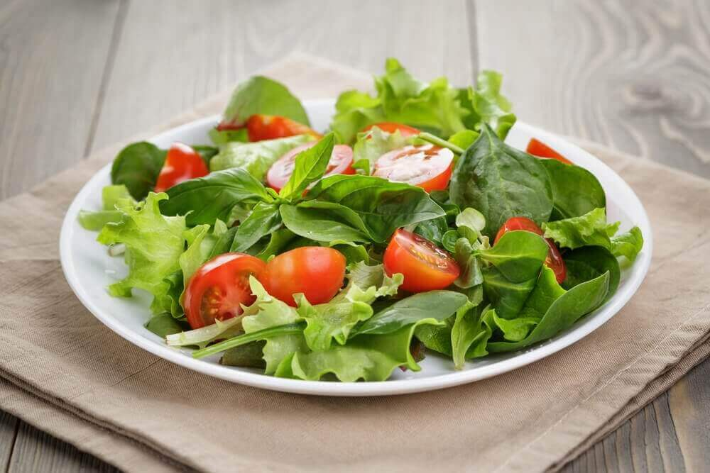 gesunde Leberentgiftung mit Salat