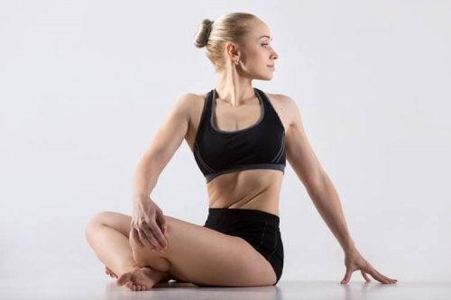 Yoga-Übungen gegen verspannte Nacken