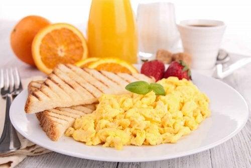 Du willst Abnehmen ohne Diät? Iss Eier zum Frühstück!