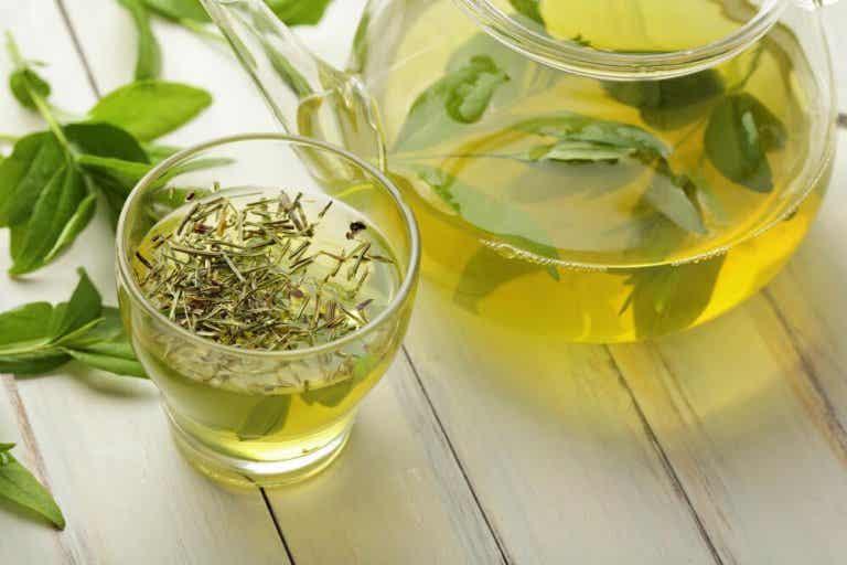 3 Tipps, wie du mit grünem Tee Bauchfett verlieren kannst