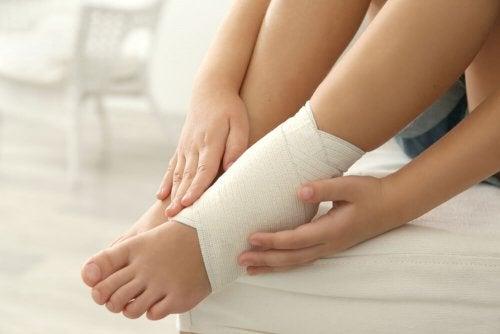 Knöchel verstaucht? 5 Mittel gegen den Schmerz