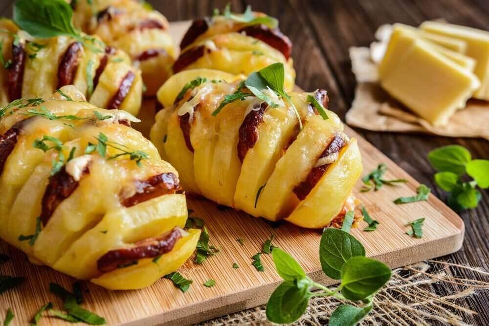 Köstliche Kartoffeln mit Chorizo und Käse