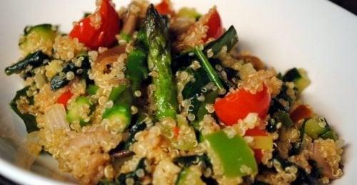 Rezept für griechischen Salat mit Quinoa