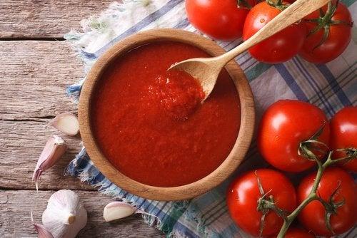 Rezept für Auberginenbällchen mit Tomatensoße