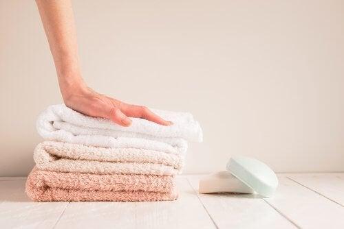 Vaginalpilz entsteht schneller, wenn Handtücher und Binden nicht regelmäßig gewechselt werden