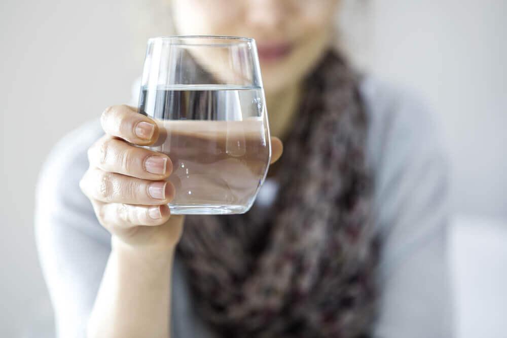 Hilft Wasser beim Abnehmen? Mythen und Wahrheiten