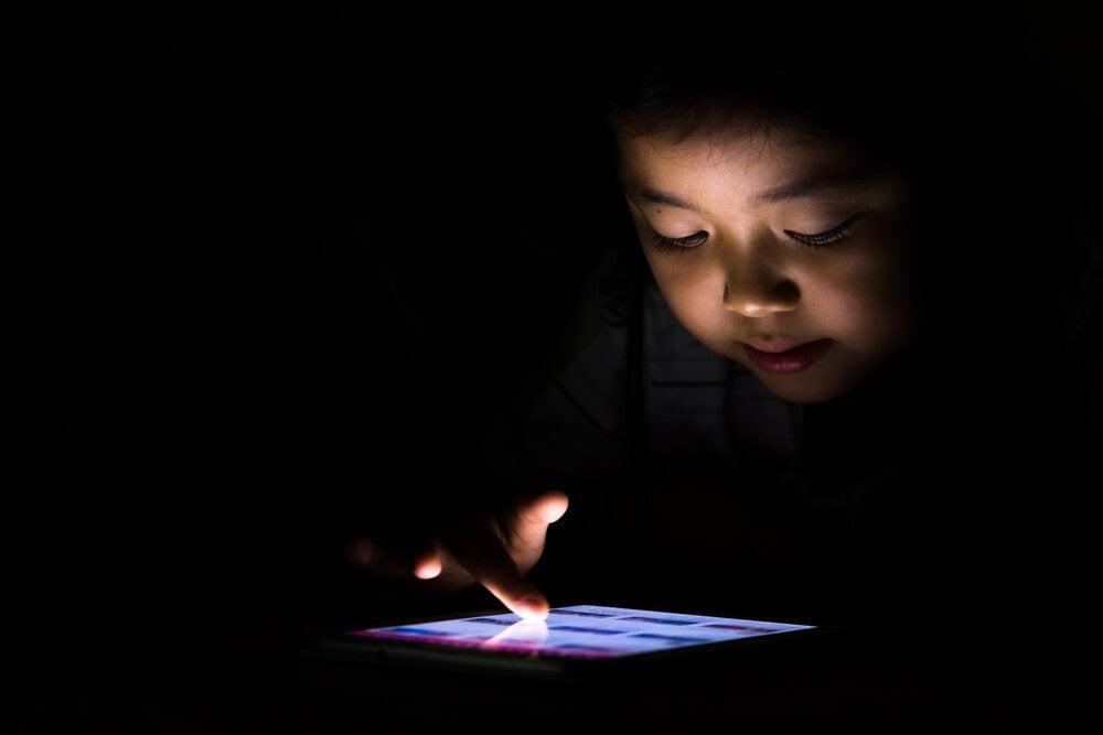 Tablet-Sucht bei Kindern: die neue Abhängigkeit im digitalen Zeitalter