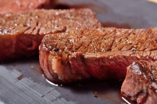 Tipps, wie man Fleisch saftig zubereiten kann