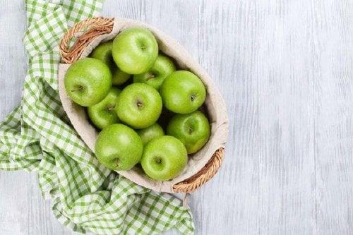Rezept für Salat mit grünen Äpfeln und Sellerie