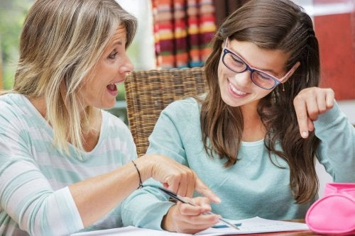 Mutter und Tochter im Teenageralter