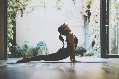 Yoga-Übung Kobra