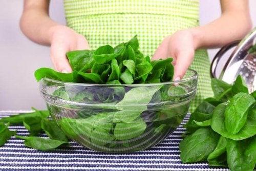Salat in einer Schale