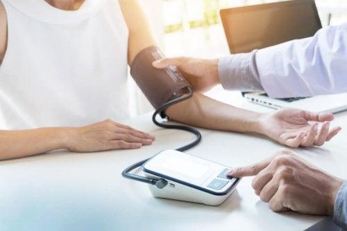 Kanariengras und Zimt zur Senkung des Blutdrucks
