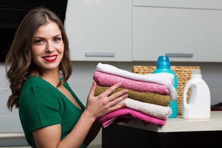 Rezept für hausgemachten Weichspüler für deine Handtücher