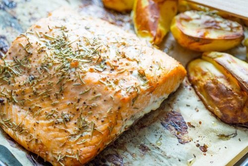 Gebackener Lachs mit Kartoffeln und Gemüse