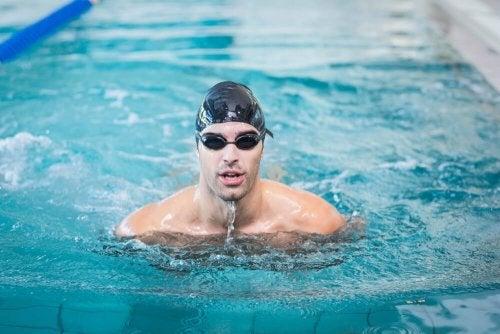 Schwimmen lernen im Schwimmbad: So geht's!