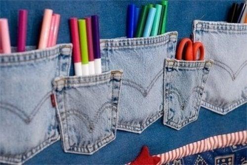 Ordnung in den Schreibwaren dank alter Jeans