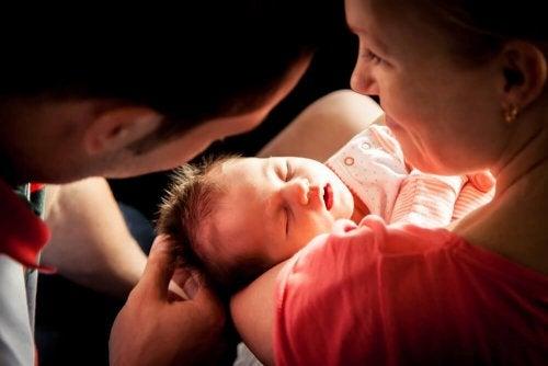 Wie verändert sich die Paarbeziehung nach der Geburt eines Kindes?