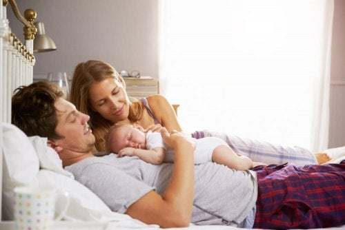 Gegenseitige Unterstützung ist in der Paarbeziehung nach der Geburt eines Kindes besonders wichtig
