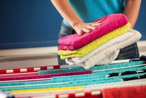 Wie man Handtücher weichwäscht