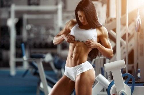 sportlich aktive Frauen mit Muskeln