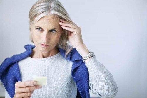 Ein gesundes Gedächtnis bewahrt sich schlechter mit zunehmendem Alter