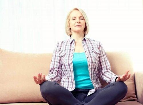 Meditation ist gut für die Herzgesundheit in den Wechseljahren