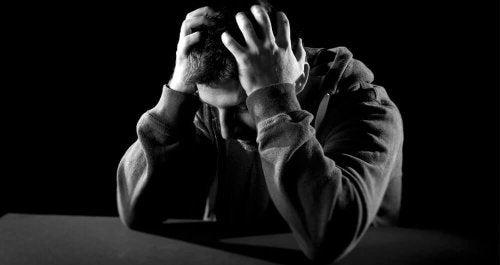 Menschen, die emotional verzweifelt sind, sehen das Gute in der Ferne nicht