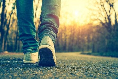 Füße gehen ins Ferne