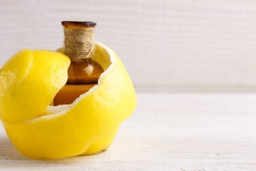Hausmittel mit Zitrone gegen Gelenkschmerz und Muskelkrämpfe